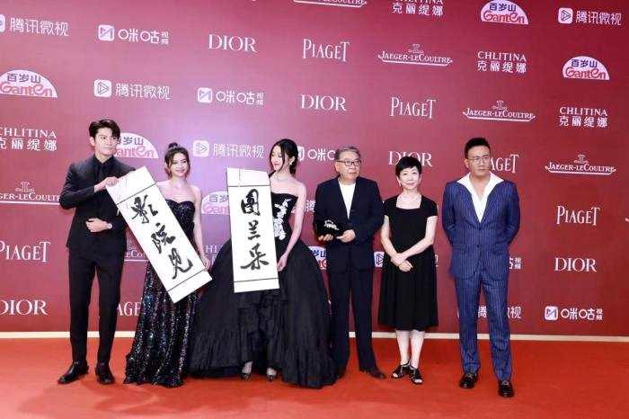胡军亮相上海国际电影节红毯 带来三部不同风格电影