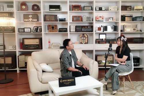 海来阿木受邀接受全球华语广播歌曲排行榜专访,讲述音乐人