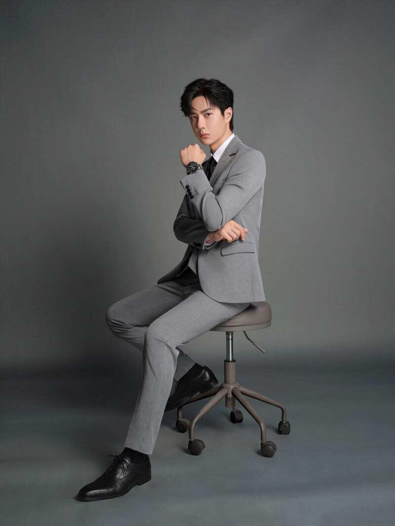 摩臣2平台复古臻艺,演绎绅士魅力丨王一博携 MTG-B2000 引领