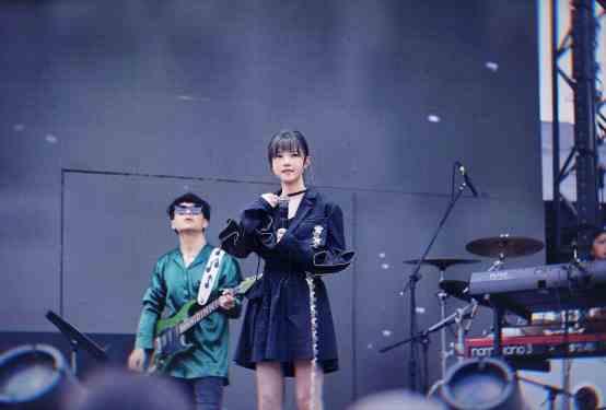 《【杏鑫在线登陆注册】吴岱林、戴羽彤、饭思思亮相潮拜音乐节》
