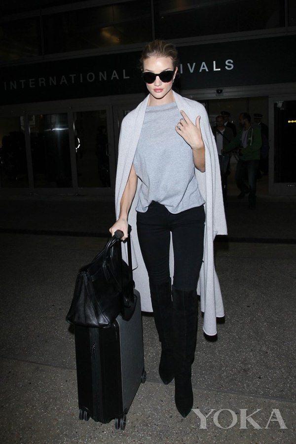 时髦如大幂幂却更接地气 她才是真正的机场私服queen(图9)