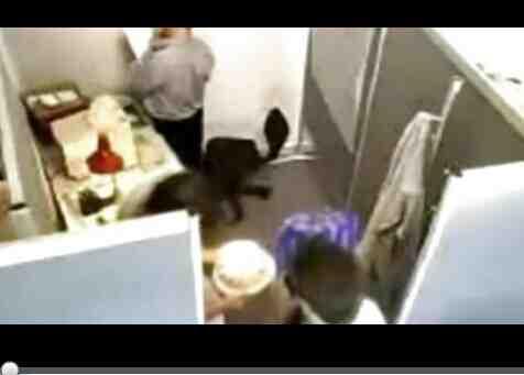 搞笑视频集锦 !当男人进错厕所时的搞笑瞬间