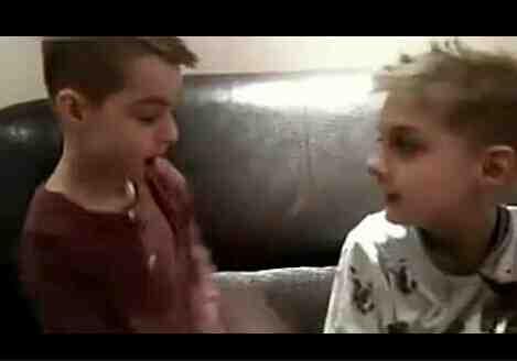 外国小男孩用中文吵架。太可爱了