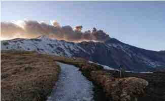 岩浆流入积雪引发意大利火山喷发爆炸