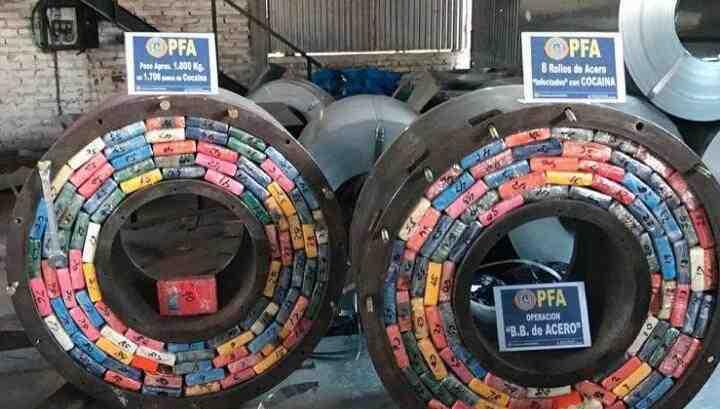 阿根廷警察查获超两吨毒品 藏匿于钢卷之中