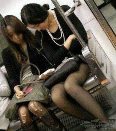 妹纸你这丝袜破的很有节奏啊