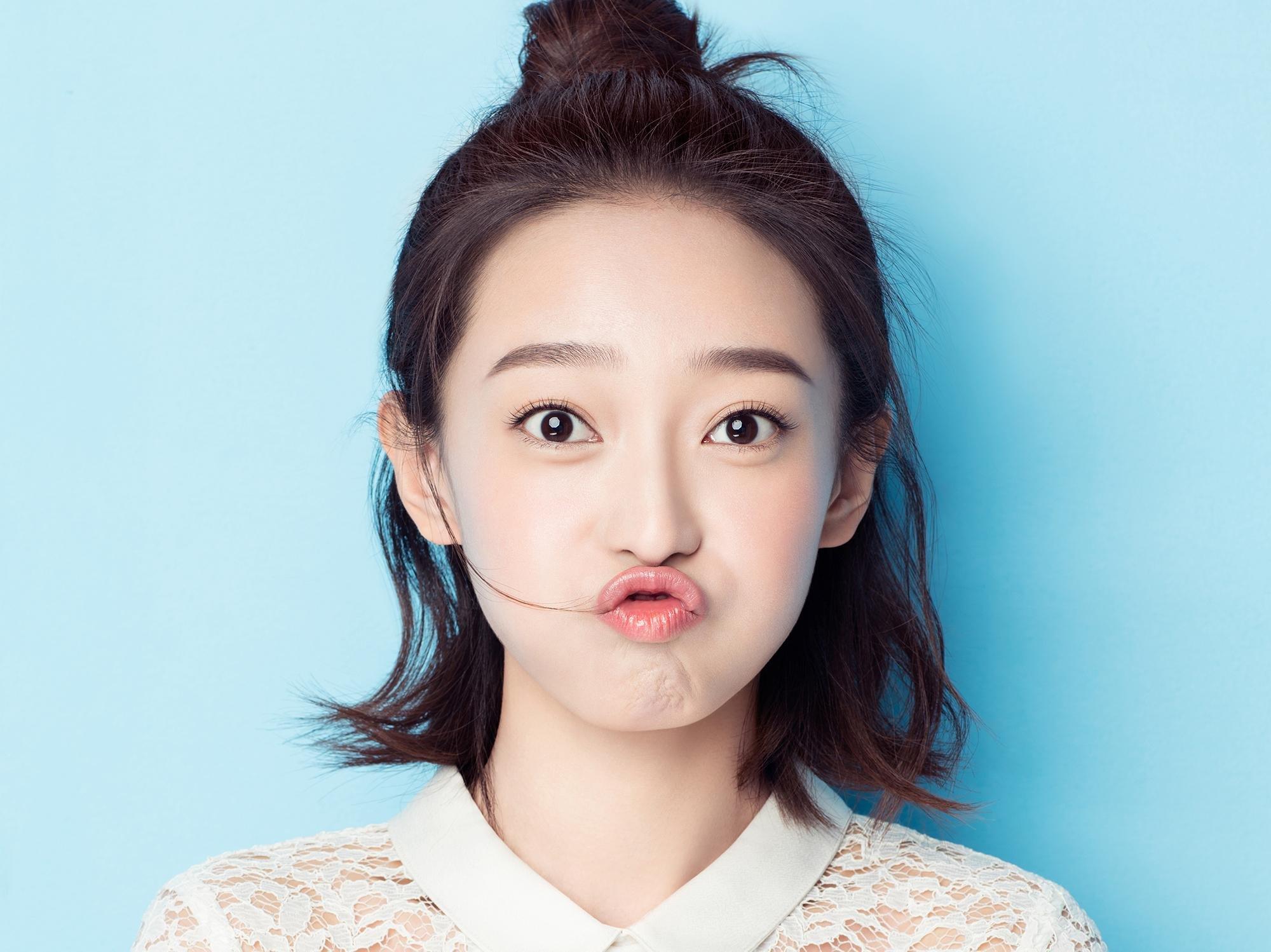 王艺诺靓丽写真 笑容甜美 暖化众人