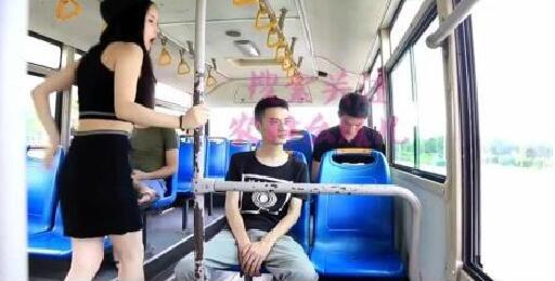 四川方言: 农村幺妹儿坐公车睡着了, 笑死人啦!