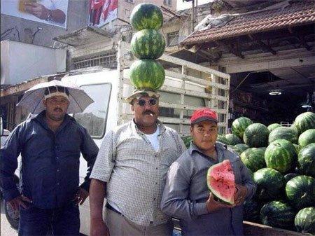 头顶三个大西瓜的牛人