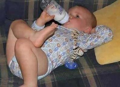 人生最幸福的事就是有奶喝