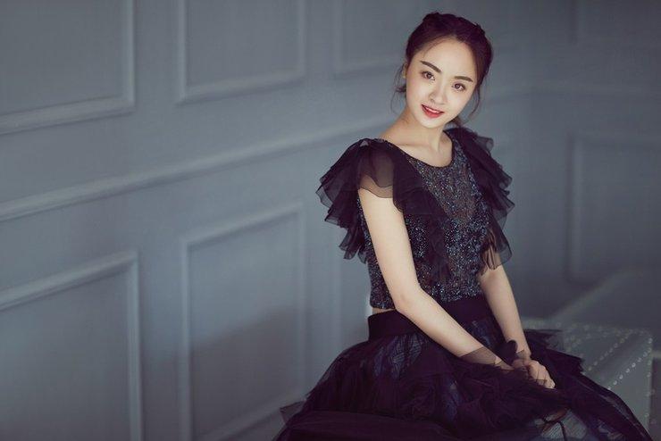 孙铱黑纱裙造型 尽显古典文艺范儿