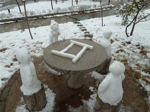 四个雪人打麻将