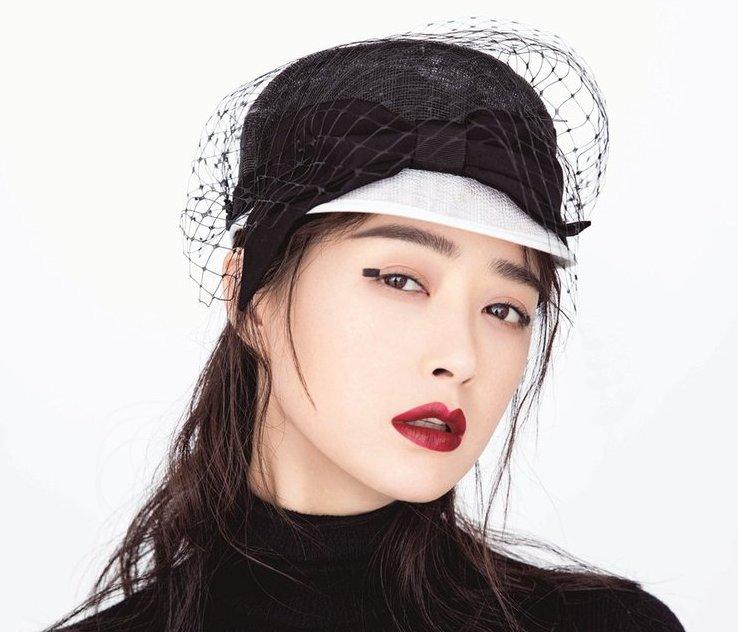 蒋欣演绎魅惑优雅时尚大片