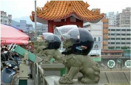 戴头盔的石狮子,威武啊