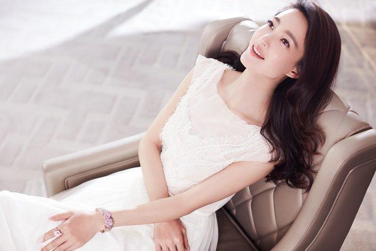 王丽坤婚纱大片 优雅迷人