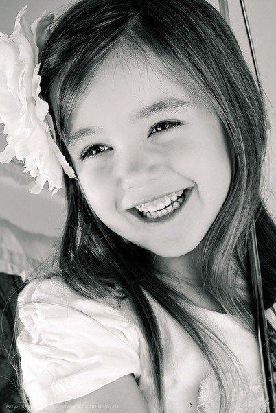 甜美笑容的小女孩