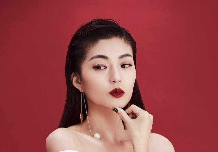 王妍之烈焰红唇 魅惑十足