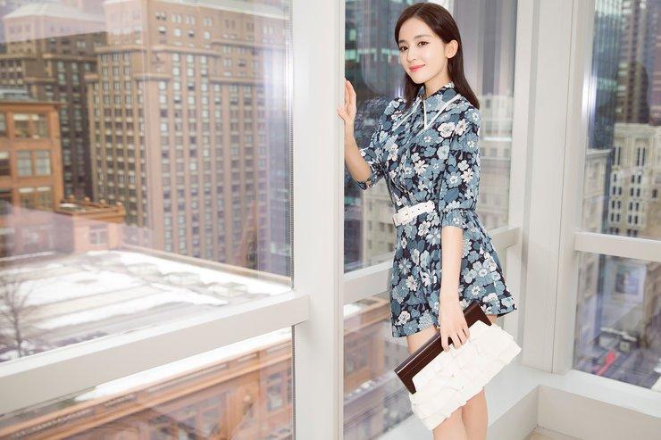 娜扎印花套装清新优雅  气质出众