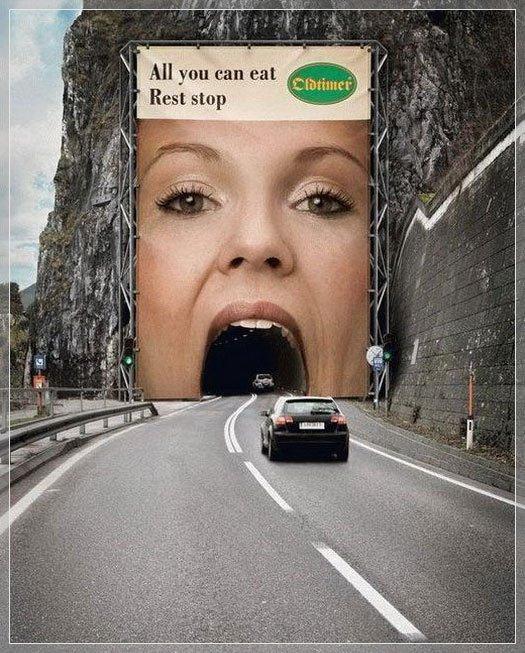 隧道口的醒目广告