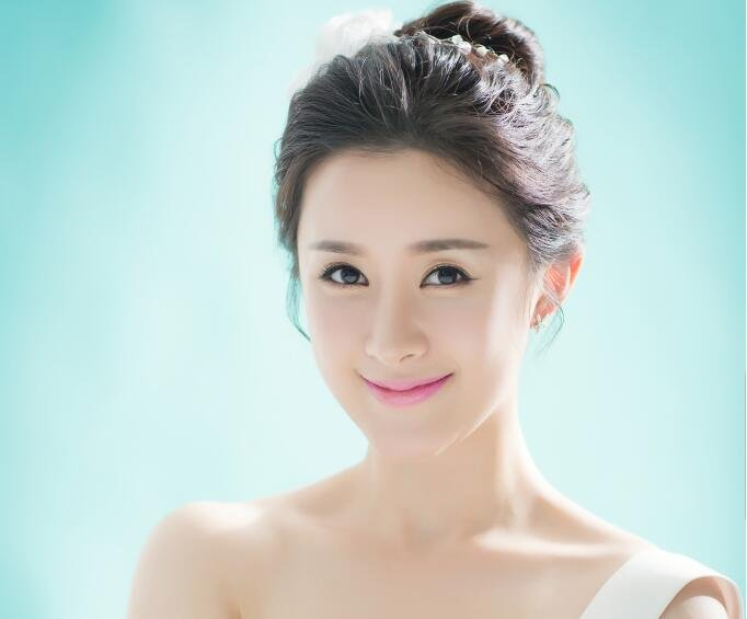 郑媛元清新写真 尽显甜美气质女神范