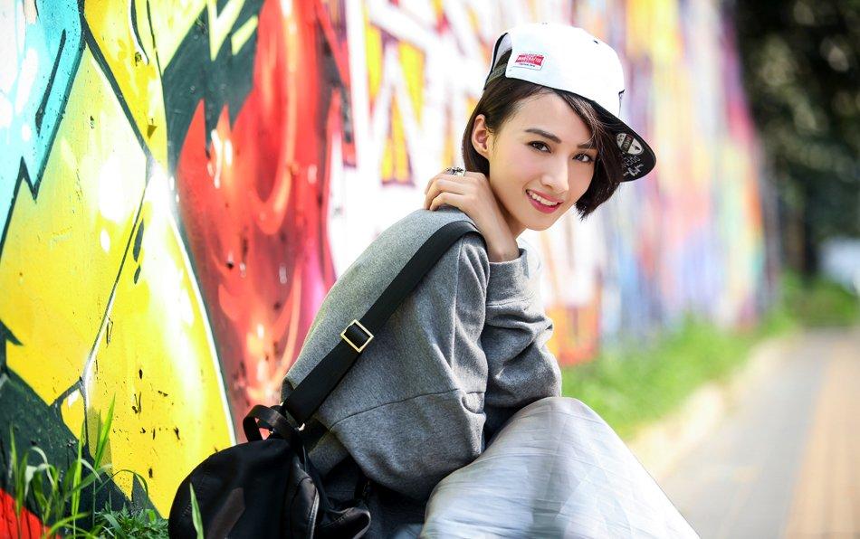 冯文娟化身酷女孩 酷炫十足