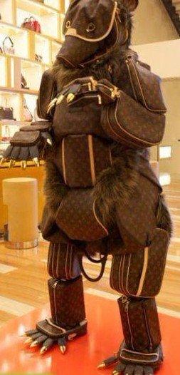 给狗狗全身戴上皮套