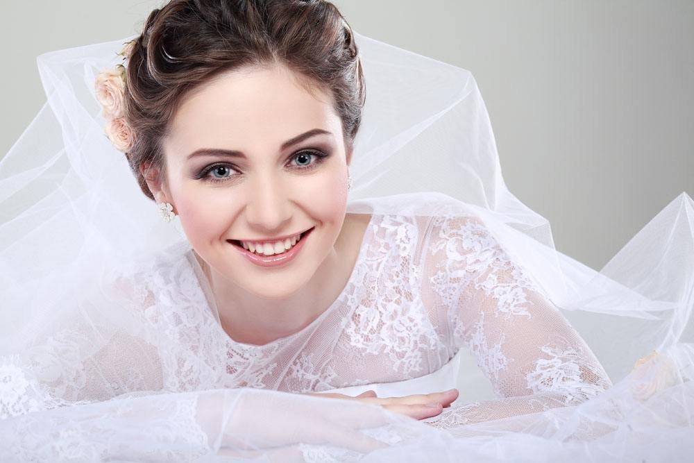 如何让新娘变成嫩白少女化妆术