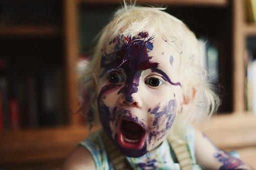 小孩玩涂料的后果