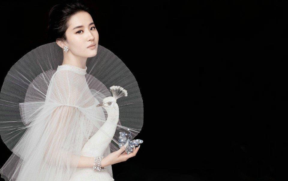 刘亦菲冷艳气质写真 女王范优雅高贵
