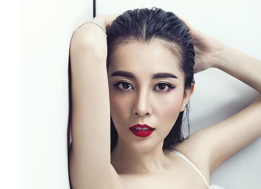 刘雨鑫变身冷酷爵士女郎