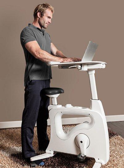 工作健身两不误!站立式书桌与单车完美结合