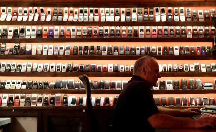 斯洛伐克一博物馆展出老式手机 满满怀旧风