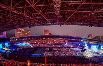 阿里18周年年会黑科技 4万手环灯光秀、全息投影齐亮相