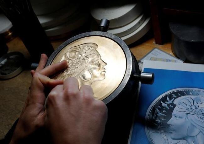 巴黎钱币博物馆整修6年后开放 精美硬币抢眼