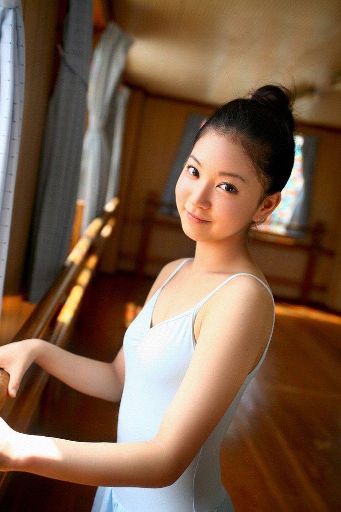 清纯芭蕾舞萌妹子练功房私房写真