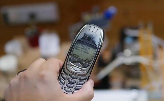 老式诺基亚手机还能改造成初?#24230;?#24037;智能的制茶机