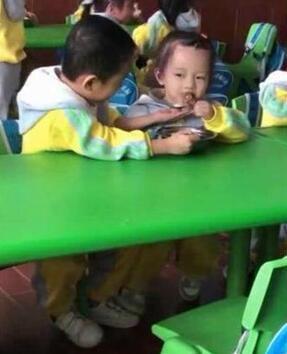 看完才明白为什么小孩总说在学校吃不饱了...