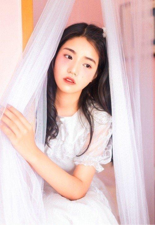蕾丝公主裙清纯美女柔美写真图片