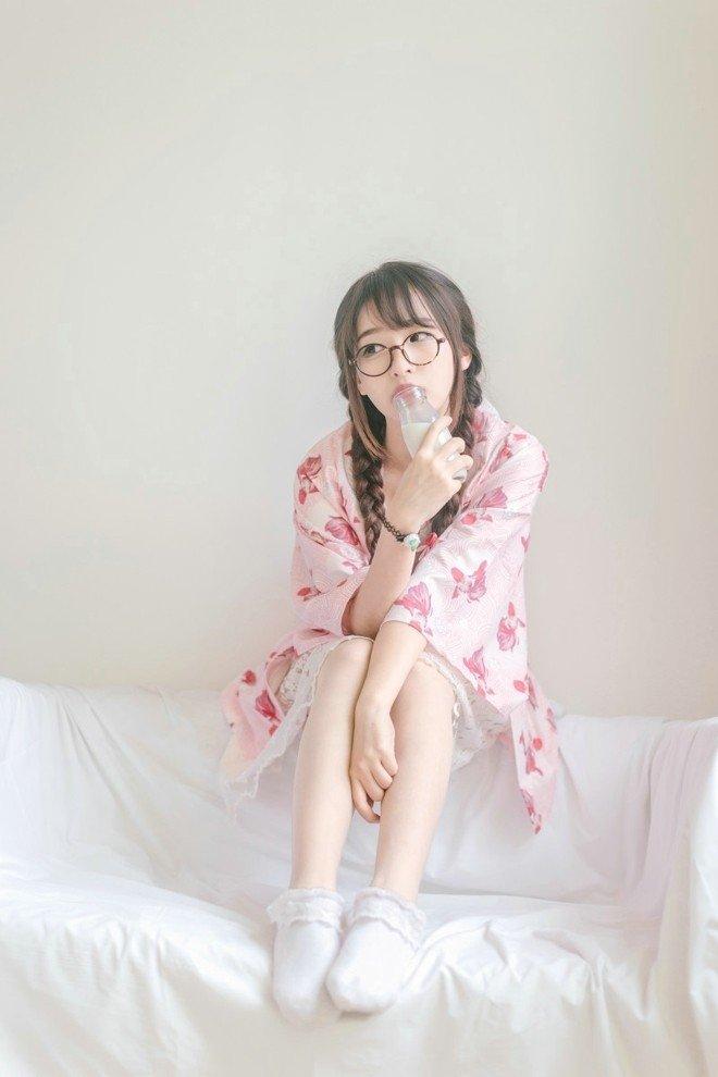 日系女生私服室内甜美写真