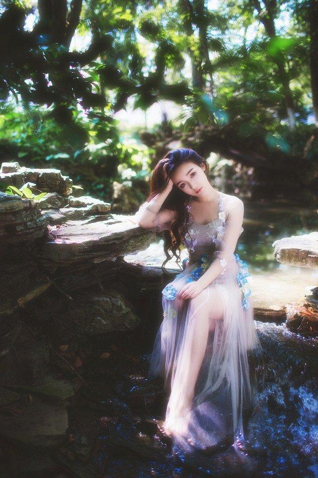 森系美少女白裙气质纯美