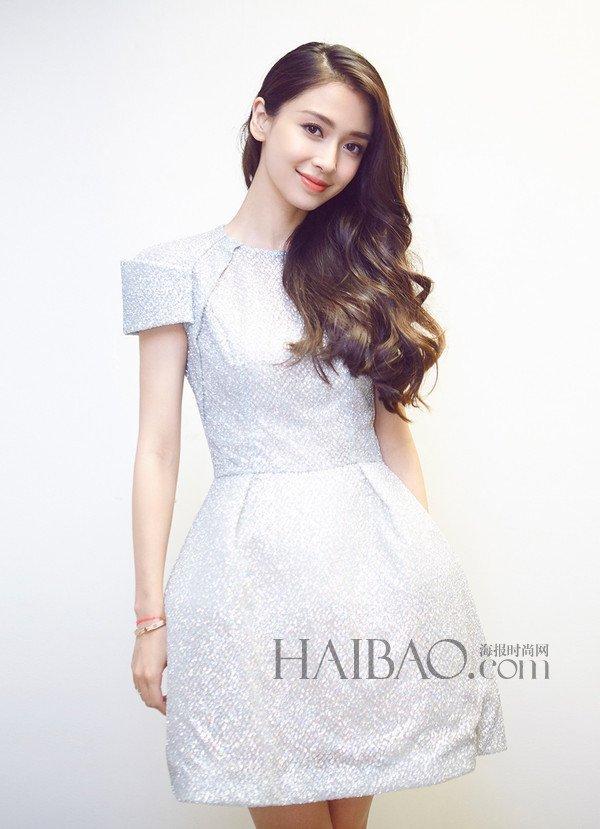 杨颖白色连衣裙演绎唯美女神
