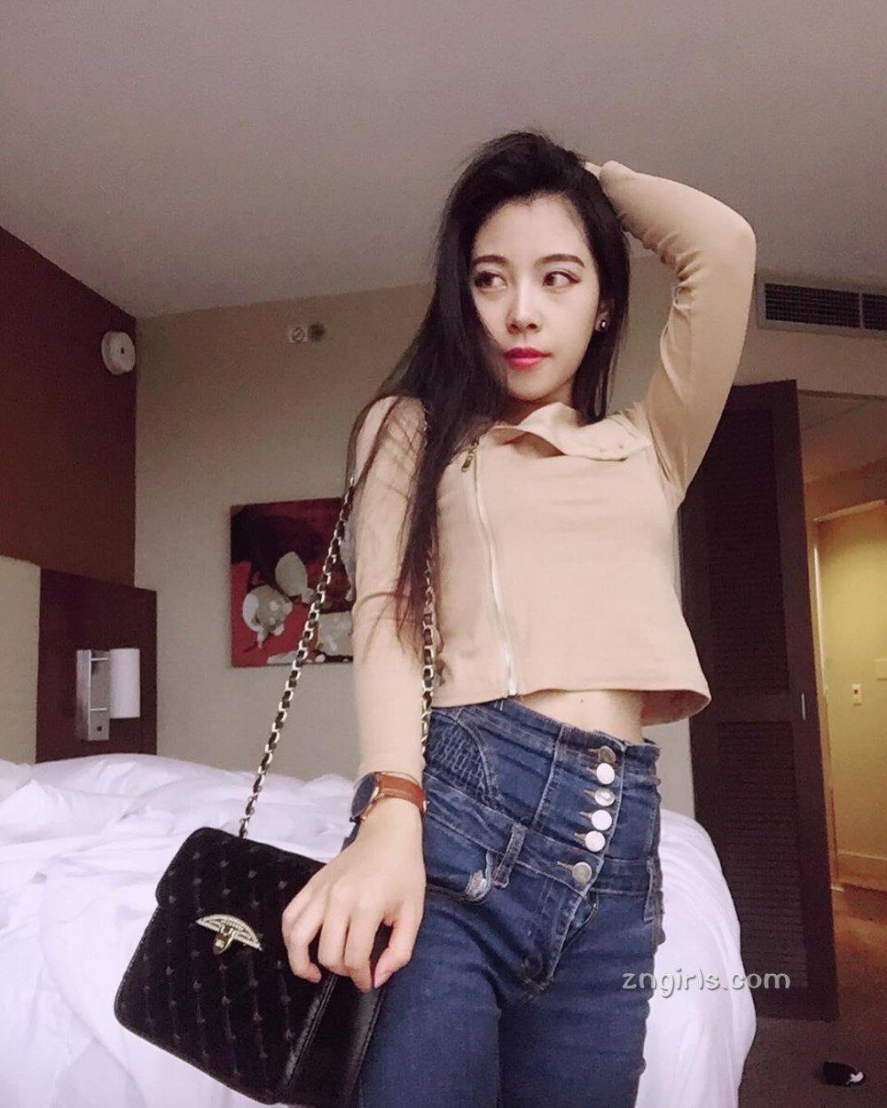 台湾空姐美照酥胸诱惑撩人
