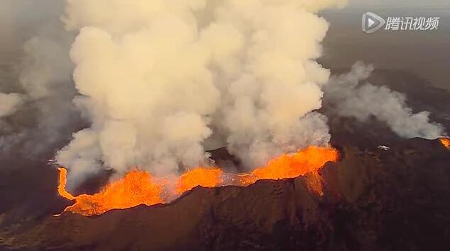 拍摄火山喷发:机身都融化了