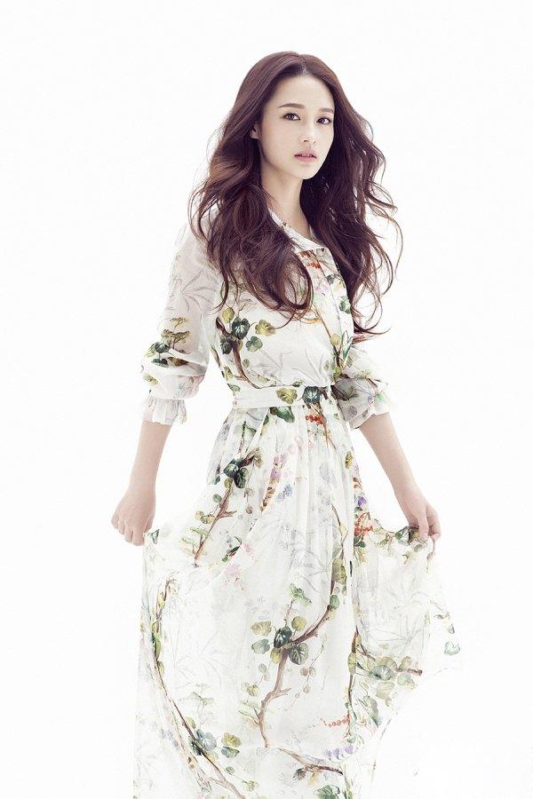 大陆女明星李沁小清新迷人写真