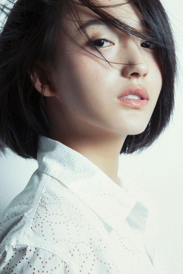 艾晓琪高清纯白写真照