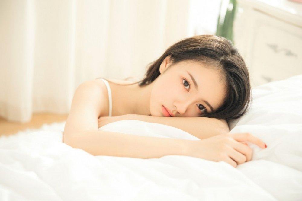 清纯少女清晨懒床性感情趣写真
