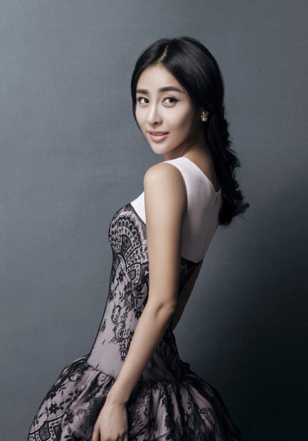 贾青蕾丝长裙写真展优雅女神范