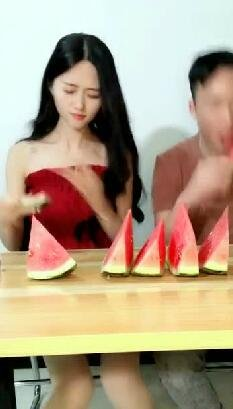 教你们比赛吃西瓜最快的方法