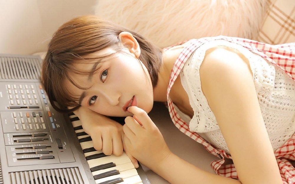 氧气少女电子琴文艺写真