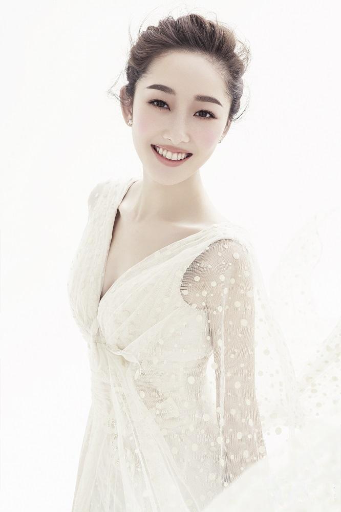 蒋梦婕清纯可人模样纯色写真